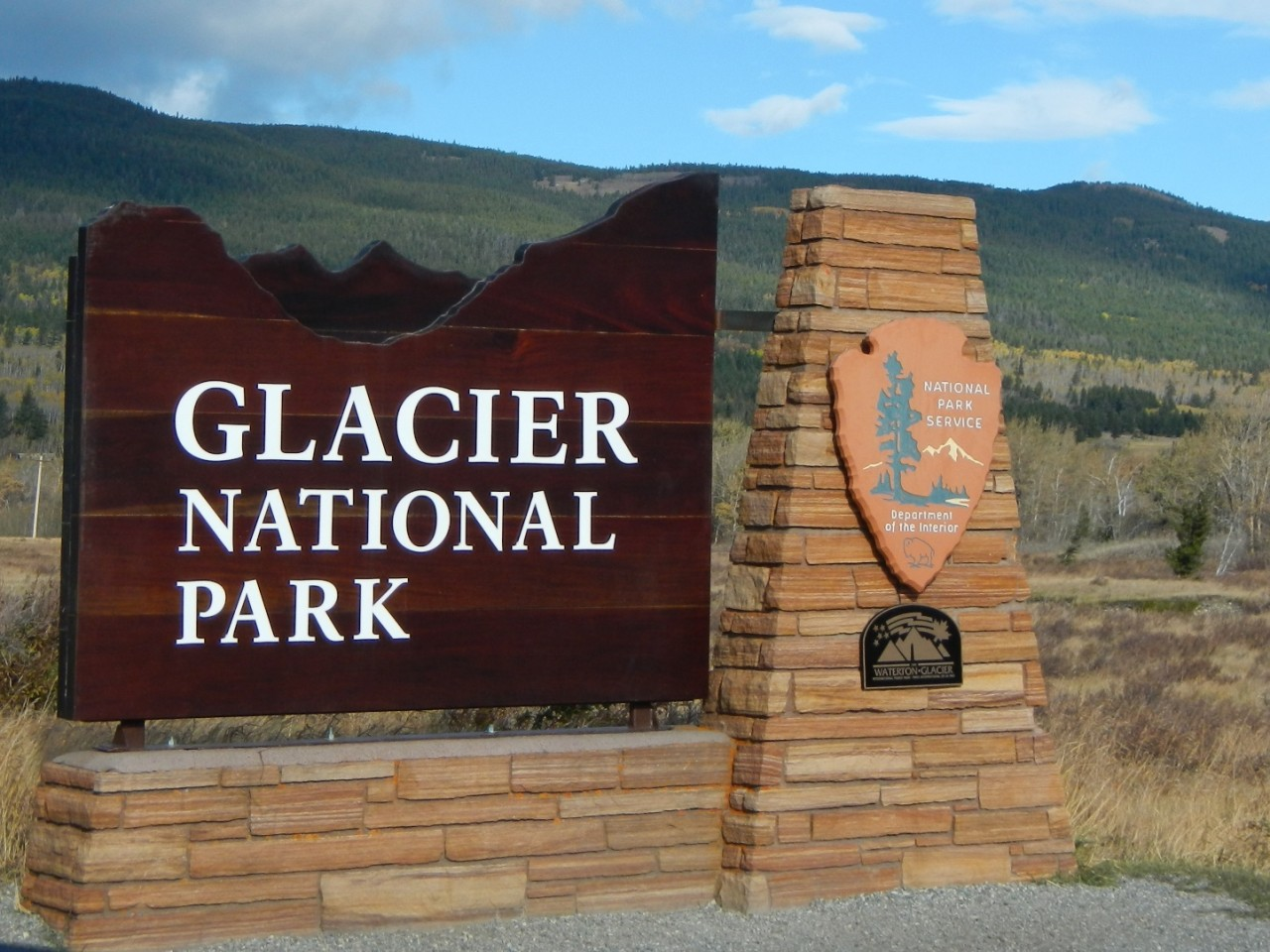 glacier national park road trip planner drive going to the sun road. Black Bedroom Furniture Sets. Home Design Ideas