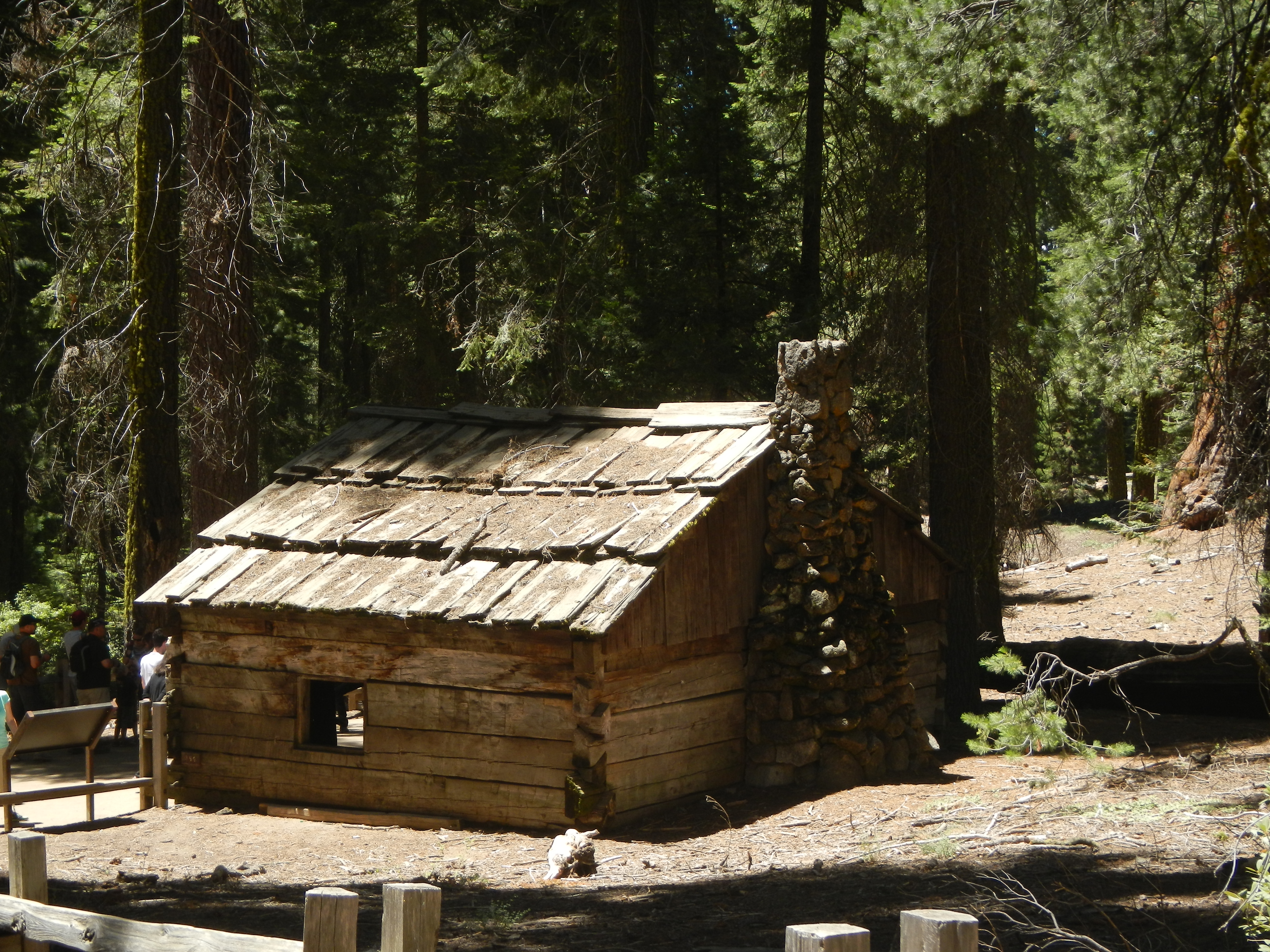 winter tunnel cabins howstuffworks after intense now falls national storm htm california tree park sequoia in iconic