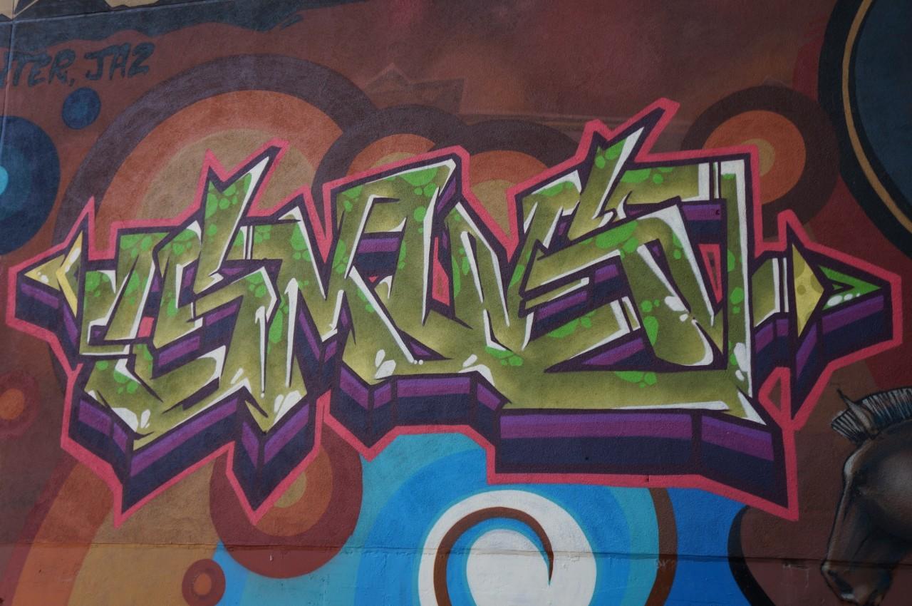 Фото с граффити на бумаге