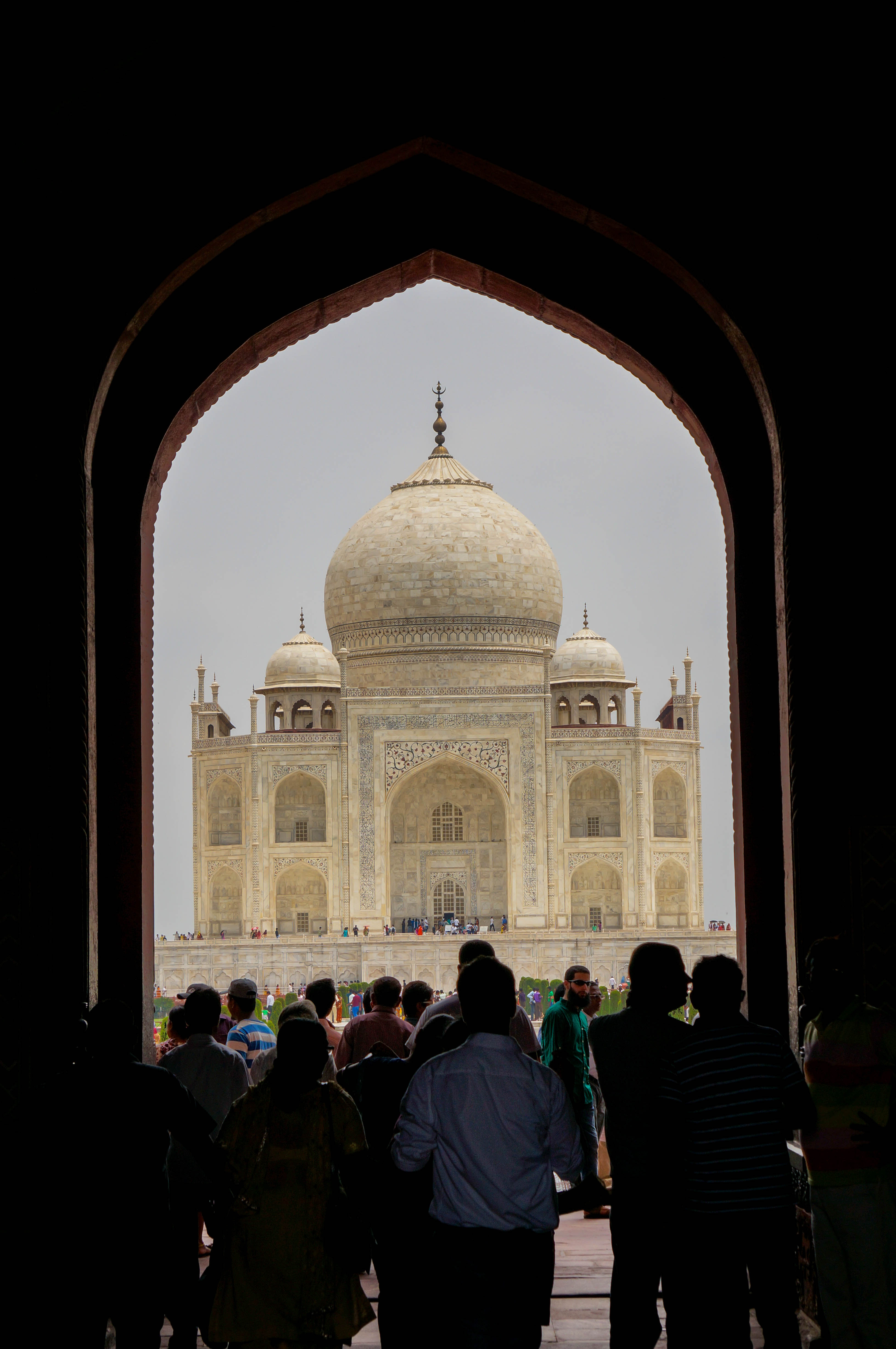 visit to taj mahal full essay in paragraph A visit to agra cannot be called complete unless one sees the taj- the  i along  with my several school mates visited the taj mahal on the full.